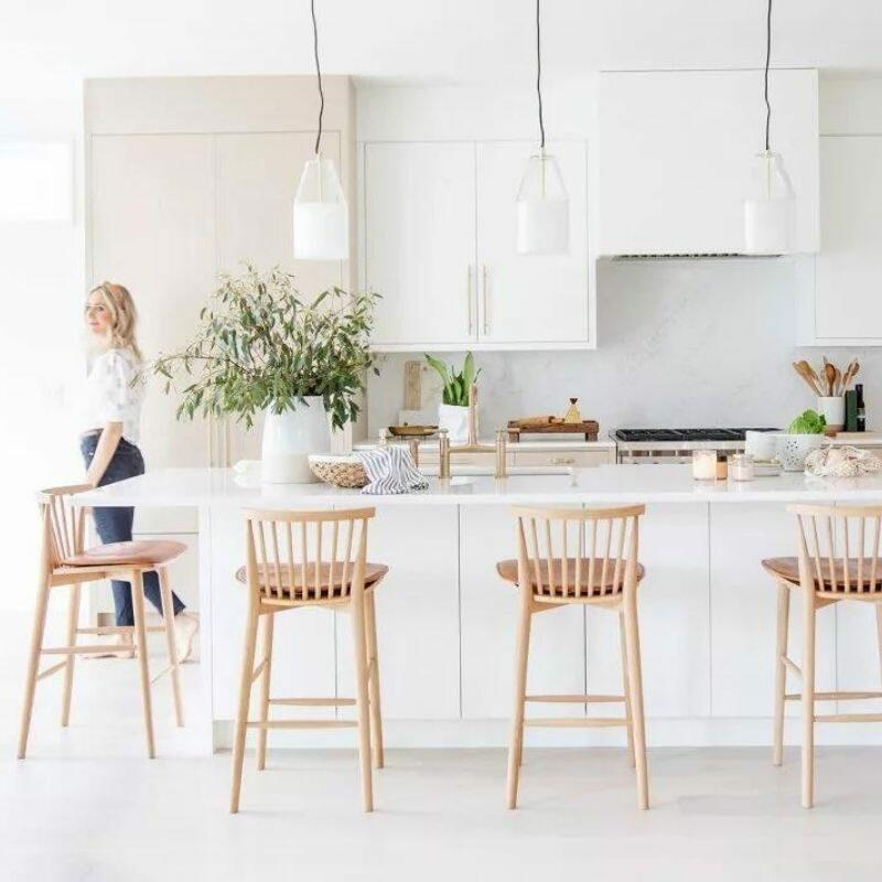 white-kitchen-via-House-Home-Magazine-Designer-Tanya-Krpan-Dakota-Homes
